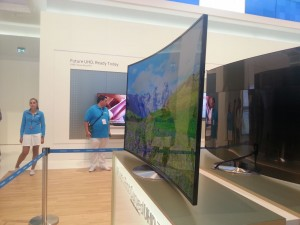Curved-UHD-TVs-that-Aren-t-OLED-Based-381203-5