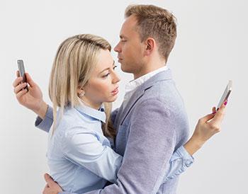 Nomophobia-Couple